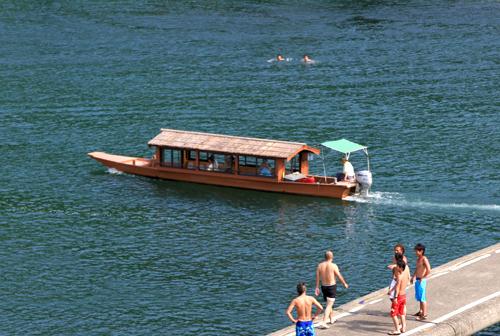 시만토강 관광 유람선